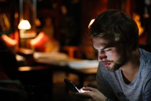 Learn How to Watch TV on Smartphone Without a Paid Subscription